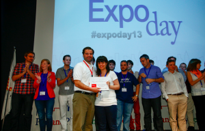 Entrega primer premio expo day de Plug and Play